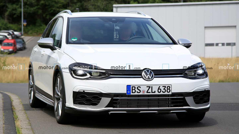 VW Golf R Estate Test Mule